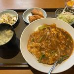 127102036 - 本日の日替わり定食¥800税別(2020年3月現在価格)                       マーボー春雨丼・春巻き・ザーサイ・サラダ、スープ