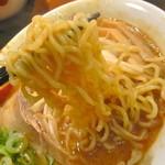 フジヤマ55 - もっちり太縮れ麺