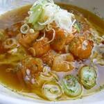まるひで食堂 - プリプリの海老チリを、ペペロンチーノスープと合わた絶品ラーメンです!