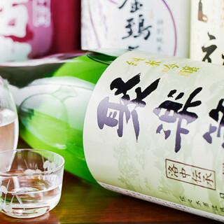 和食との相性を追求してソムリエが厳選したお酒の数々