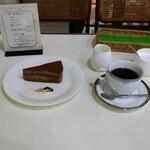 127124576 - チョコレートケーキのドリンクセット
