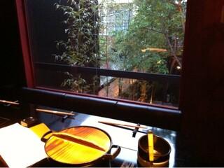 牛鍋アイロン - 中庭に面した個室(チャージ料6,000円)