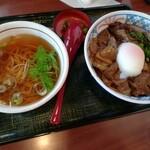 和風レストラン まるまつ - 煮込み牛タン丼とミニそばランチ698円+税