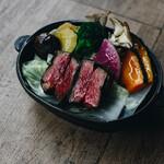 スノー ピーク イート - 料理写真:北海道産経産牛の有機葡萄の葉っぱ包み蒸し