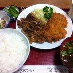 三好弥 - 日替わり定食(チキンカツと焼肉の盛り合わせ)