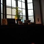 和み蕎 たつ - 物憂げな窓際の席だった。