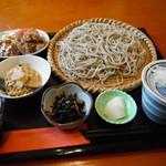 和み蕎 たつ - 本日のAランチ。十割へグレードアップして1085円。しかもこれだけではない。