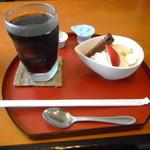 和み蕎 たつ - セットにはコーヒーとデザートが付く。