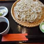 和み蕎 たつ - 二八の盛り。735円。こりゃあ普通はセットにするわな。