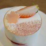 ファリナモーレ - 料理写真:桜のティラミス(450円)
