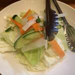 おうち - 食べ放題のサラダ