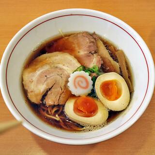 吉風  - 料理写真:醤油ラーメンwith味玉 &チャーシュー2枚