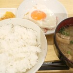 エビスヤキッチン - 料理写真:ご飯セット&ベーコンエッグ