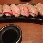 127171096 - テーブルで炙り提供。熊本の甘口醤油がピッタリ
