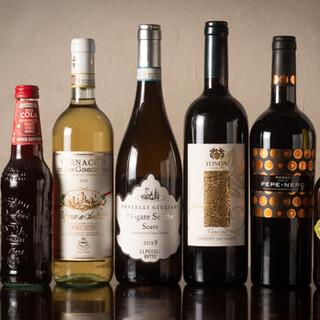 ピッツァに合わせて楽しみたいイタリア産ワインも豊富。