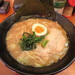 麺侍 誠 - 醤油とんこつラーメン 750円