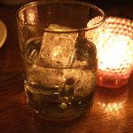 デカメロン - ギリシャの酒「チブロ」。ホワイトブランデー。