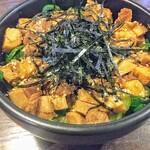 Menshoudaigo - 新チャーシュー丼!これにも九条ねぎが!味付けも醤油と旨味のあるタレ。コロチャーは柔らかくて食べ易い。