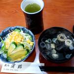鮨処 濱蝶 - 料理写真:「いろいろちらし」に付いたサラダとお吸い物