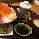 塚本鮮魚店 - 極み海鮮丼(しょうゆ)
