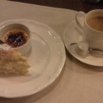 12722304 - クレーム ブリュレとベークドチーズケーキ、コーヒ