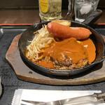 東京厨房 - 国産牛100%手こねハンバーグwithジャンボソーセージ990円