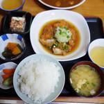 一膳めし 青木堂 - 鶏のおろし煮定食680円。