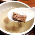 仙台牛たん荒 - テールスープは標準的な味。もう少しテール肉が大振りだと、迫力があるかな