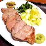 仙台牛たん荒 - 塩味は控えめで、脂の旨味を引き出した牛たん。並でも7切れあり、ボリュームは十分だ