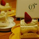 新宿高野 - 料理写真:ストロベリーショートケーキ