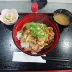 コミックレストラン ヒビキ - 日替りランチ(スタミナ丼・750円)