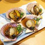 土佐清水ワールド - 長太郎貝の浜焼き。身はぷくっとしてあっさり味、濃い目の醤油味が酒を進ませる