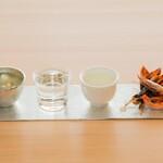イモノ キッチン - 富山の純米酒とおつまみ 錫とガラスの飲み比べセット
