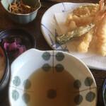 三喜 - 小鉢付きのランチ