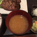 炭火焼専門食処 白銀屋 - 味噌汁はまあ普通