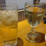 SUPREME - ハイボール(キリン 樽薫る)と白ワイングラス