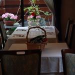 キュイエール・ダルジャン - 美しい庭がが開放感を演出