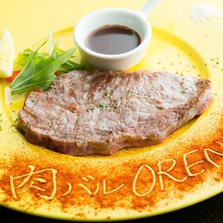 厳選肉のステーキや季節野菜のバーニャカウダ。素材にこだわり◎