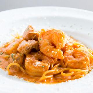 旨みがつまったパスタは和とイタリアンの融合。人気の肉コースも