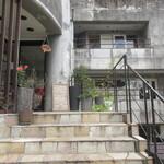 127264048 - 階段上って左側