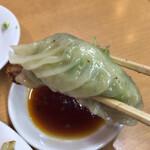 中華珍満 - ニラとニンニクがたっぷりの餃子