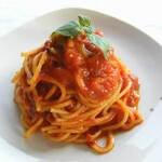フレッシュバジルとトマトソースで和えたスパゲッティ