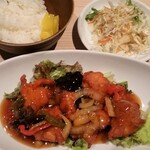 博多うまかんもん小野 - 別の日にいただいた、鶏の甘酢ソースがけ(税込 500円)。美味しいですよ。