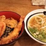 しん田 - 天丼セット。天丼が先にきたので、海老1尾食べています。(笑)