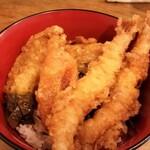 しん田 - 天丼。大きな海老が2尾です。あとは、かぼちゃ、玉葱、茄子です。美味しいです。