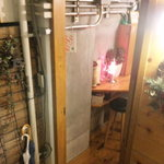 チョットバーサン - 外観写真:階段を下りると入り口が。