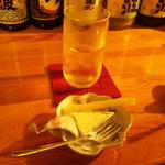 チョットバーサン - 料理写真:チーズセットと焼酎
