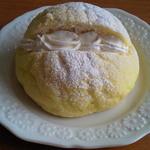 リコルド - 生クリームメロンパン 180円