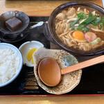 うどん つる吉 - 料理写真:味噌煮込みうどん 900円税込み ごはん、お漬物、プチデザート付です。