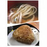 茶房 うみはち - 冷凍麺を使ってる 焼おにぎりは微かに焦げ目が・・